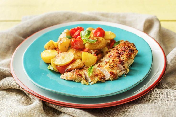 Mediterran überbackene Hähnchenbrust mit Ofen-Tomaten-Kartoffeln (Thermomix) Rezept | HelloFresh
