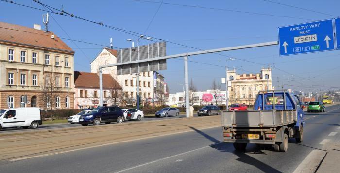 Dopravně bezpečnostní akce v Plzni: policie nachytala řidiče bez papírů, bez světel i při telefonování