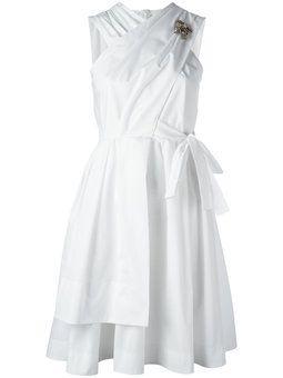 расклешенное платье с бантом сзади