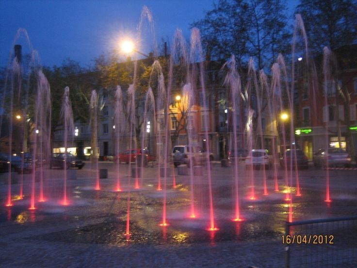 Jeu d'eau, jeux de lumière Place Franklin ! Mulhouse