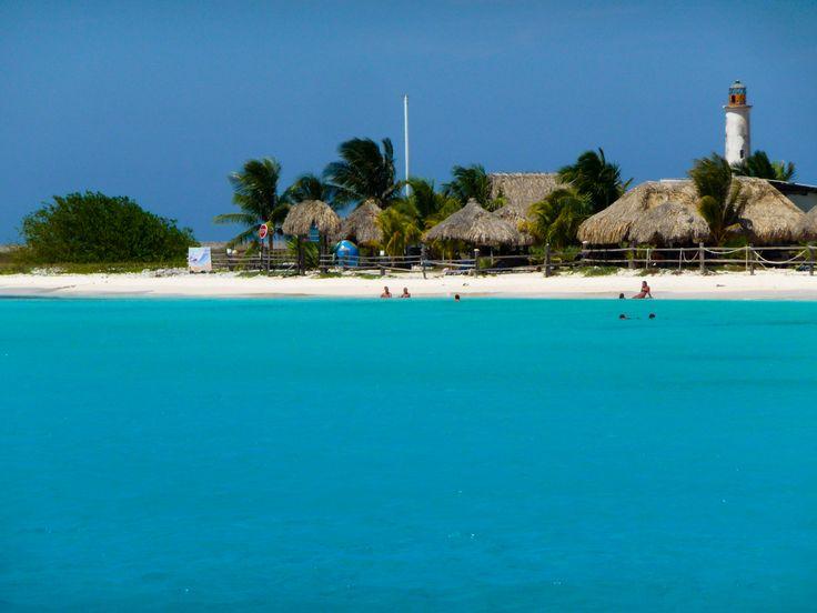 tökéletes trópusi strand világítótoronnyal