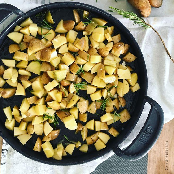 Potatoes! . . #scarabocchidicasa #home #myhome #homedesign #homedecor #sunday #potatoes #patate #rosmarino #rosemary #patatealbarbecue #weber #webergrill #piastraweber #barbecue #estate #summermoments #iphone7plus #iphonecamera