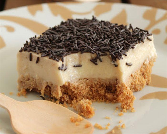 Η πιο νόστιμη και εύκολη τούρτα ΧΩΡΙΣ θερμίδες! Χωρίς να είναι ιδιαίτερα γλυκιά, σχεδόν με κίνδυνο να χαρακτηριστεί υγιεινή, είναι μία τάρτα που θα μας δροσίσει ευχάριστα και δεν θα μας επιβαρύνει με περιττές θερμίδες! Υλικά για