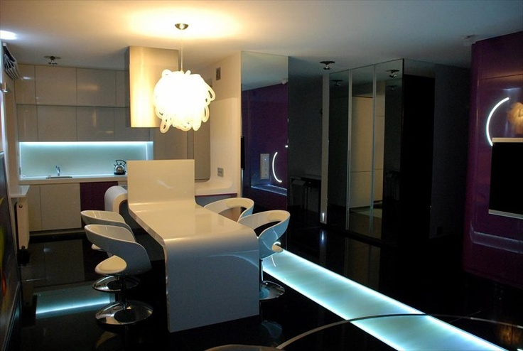 Apartment for sale in Poland, Warsaw (sqft: 1238, 3 rooms). Price: $700000