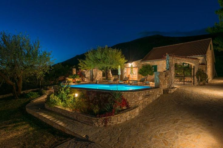Top rated Holiday Villa Rental with private pool and beach/lake nearby