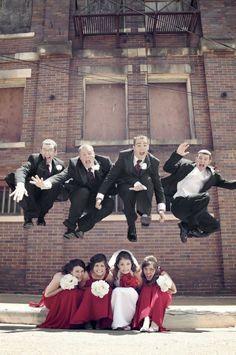 Ausgefallene Hochzeitsphotos findet ihr hinter diesem Link! Team Wedding Blog #wedding #weddingphotos