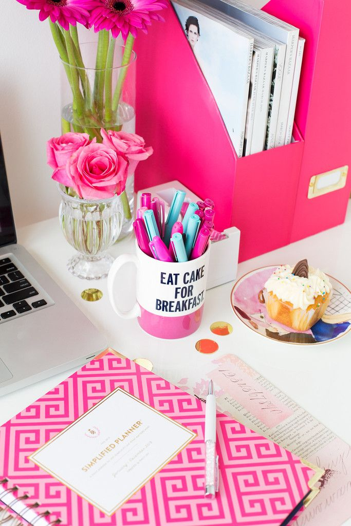 You can never have too much pink! Loving these organizational folders and Kate Spade mug to hold all my markers.