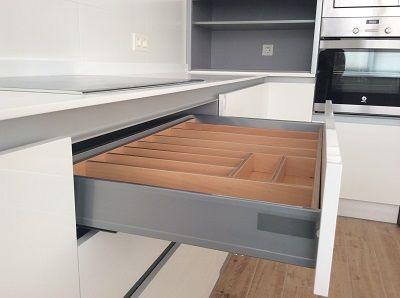 Diseño de Cocina en Granada. Muebles de cocina sin tirador, cocina laminada a...