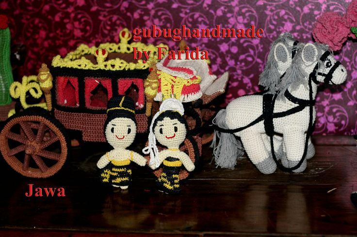 traditional dress indonesia (Java)  and kencana traditional transportation