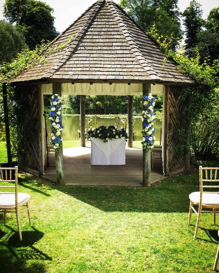 #outsideceremony #summerhouse #chippenhampark #summerweddings