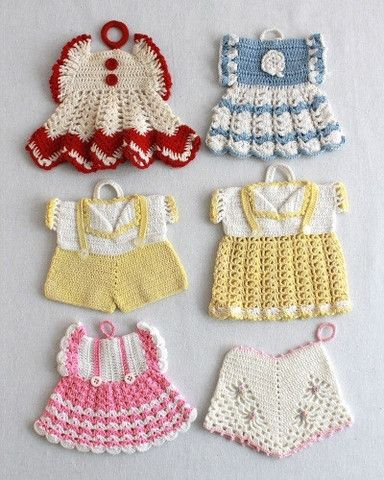 Watch Maggie review these super cute Vintage Fashion Potholder Crochet Patterns! Design by: Maggie Weldon Skill Level: Intermediate Crochet Thread Size 10: Red & White Ripple Dress White - 150 yds; Re