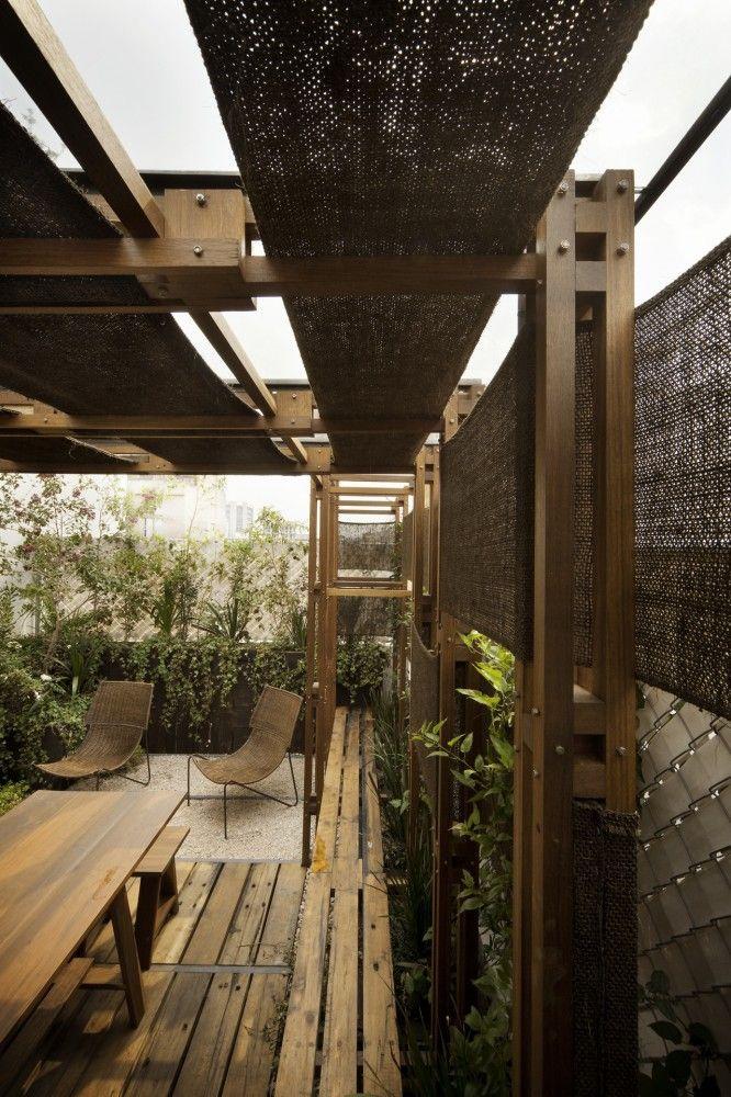 Terraza TEA / Estudio MMX Nice timber pergola detail. Pinned to Garden Design - Pergolas by Darin Bradbury.
