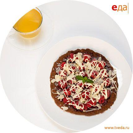 Рецепт. Шоколадная пицца с малиной