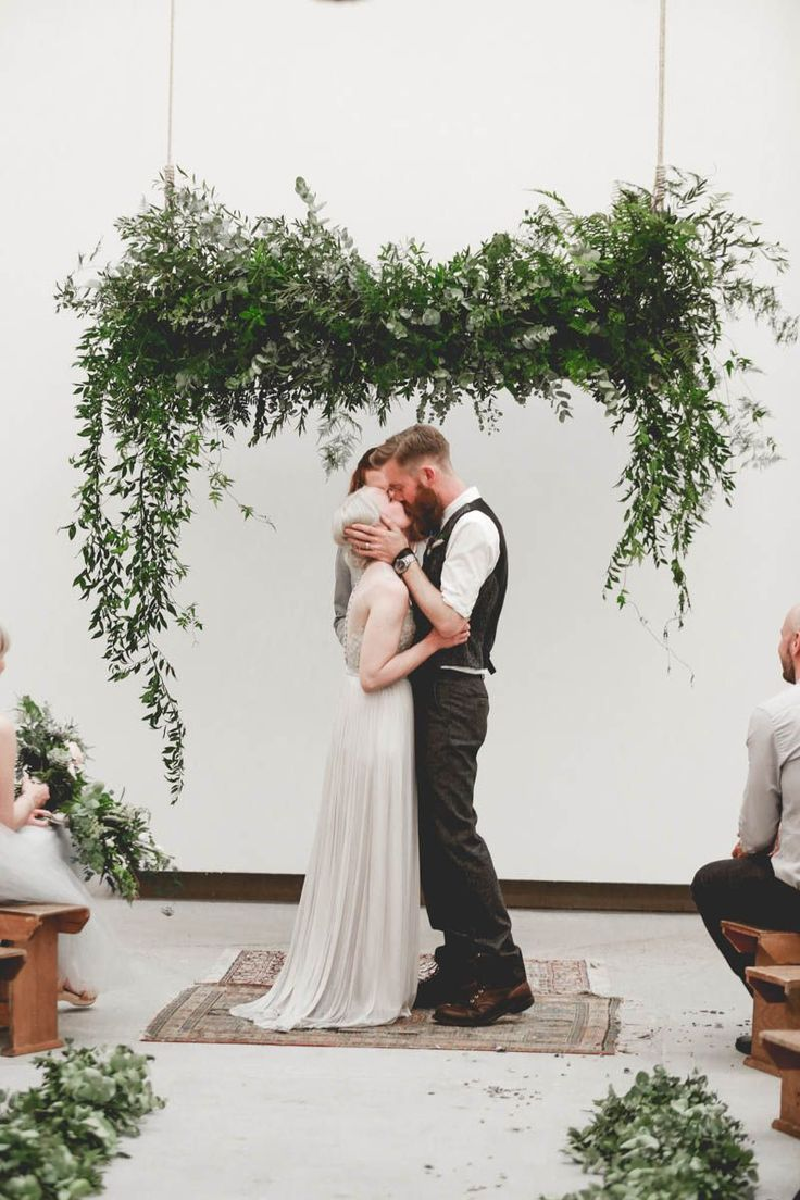edgy minimalist wedding in a birmingham art gallery| photo: http://www.wearemattandjess.com
