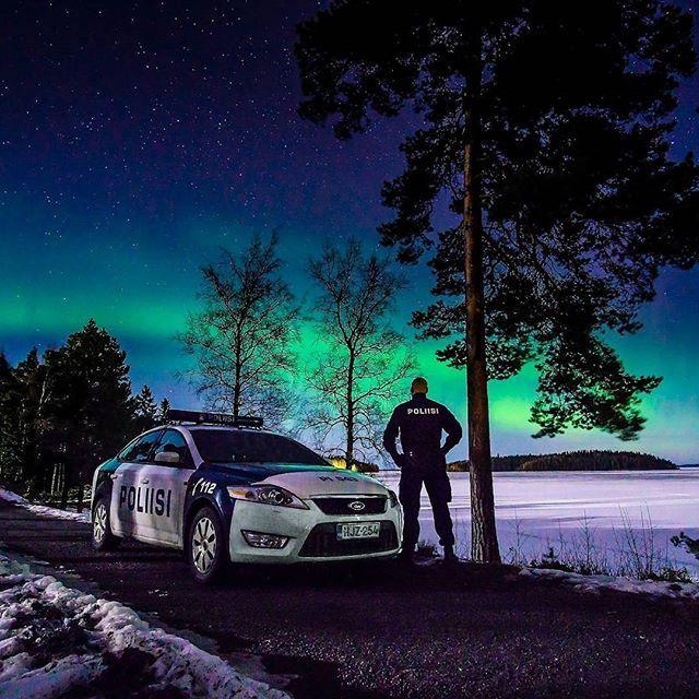Talvi on kylmää ja pimeää aikaa, mutta kevättä kohti mennään. Tässä kuvassa Suomen talvea kauneimmillaan ❄. Mukavaa loppiaista ja viikonloppua kaikille. ☺ #poliisi #suomenpoliisi #polis #polisen #police #polizei #winter #suomi #finland #suomentalvi #revontuli #revontulet #aurora #auroras #auroraborealis #northernlights #tähtitaivas #tähdet #stars #sky #yö #yövuoro #nightsky #nightshift #tampere #perjantai #viikonloppu #loppiainen #friday #weekend