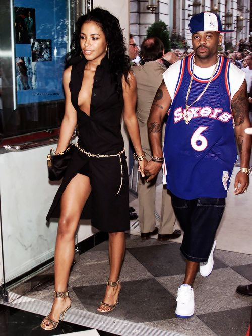 aaliyah, this outfit is so sexy and fierce. i think i am in love with her style