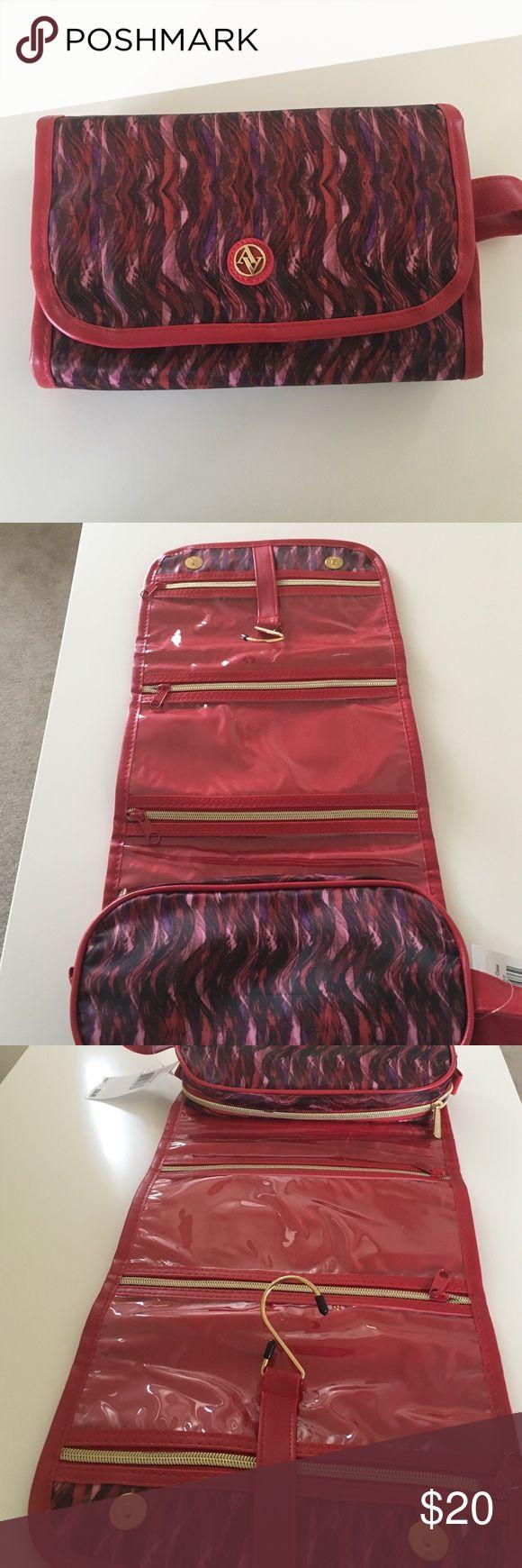 Adrienne Vittadini Hanging Beauty Case Great for travel! Adrienne Vittadini Bags Cosmetic Bags & Cases