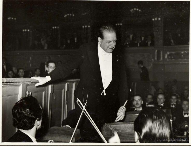 Pietro Mascagni at the Teatro la Fenice in 1940, conducting the orchestra.