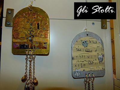 """Gli Stolti Casa: sonagli a vento decorati a mano versione """"Klimt"""" e """"Gufetti&Musica"""". Gli Stolti Original Design  http://gli-stolti.blogspot.it/2013/12/sonagli-vento.html  #artigianato #design #madeinitaly #shopping #roma #casa #arte #gufi #klimt #musica"""