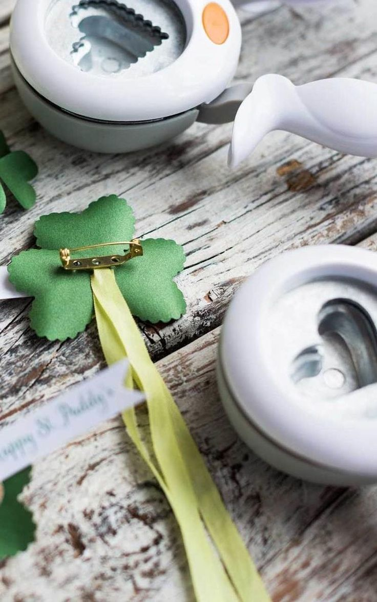 Incorporate green into your kid's outfits this St. Patty's! Whether you're making four leaf clover headbands or hair clips, these fun decorations are an awesome idea for kids.