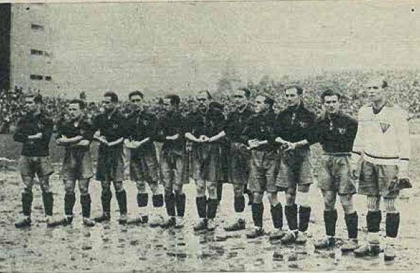 SELECCIÓN ESPAÑOLA-1931-19 de abril. España, 0 - Italia, 0. De izquierda a derecha: Martí, Marculeta, Roberto, Ciriaco, Chirri II, Luis Regueiro, Bata, Gorostiza, Quincoces, Lafuente y Zamora.
