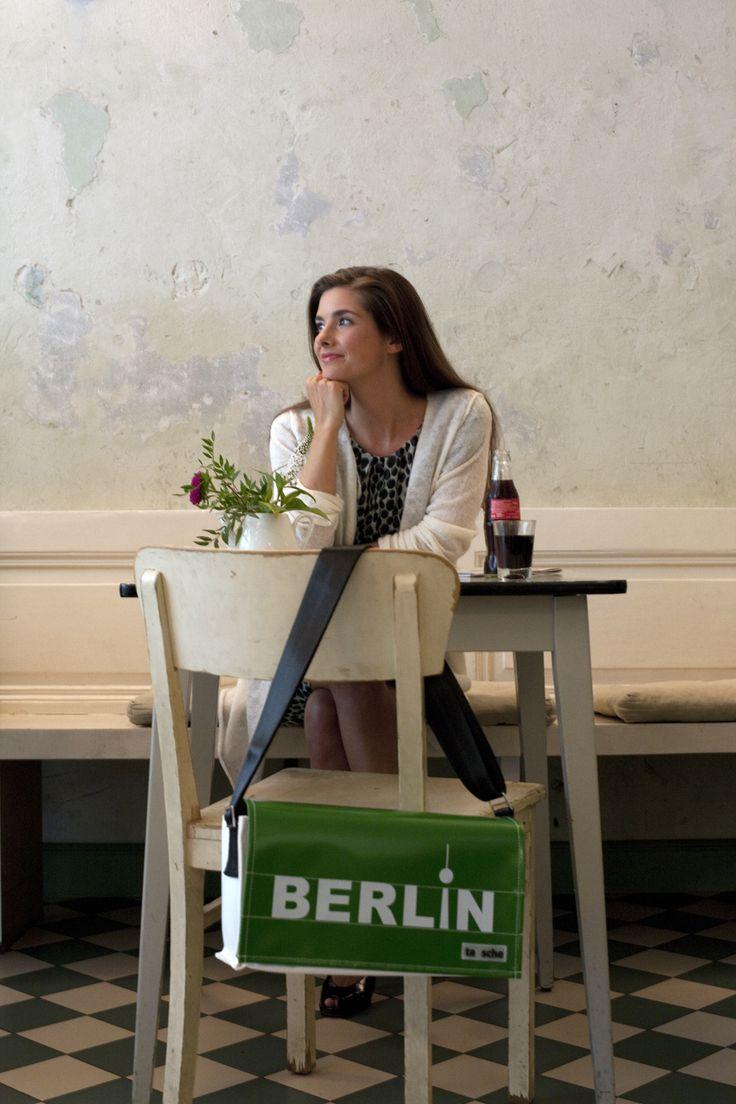tausche Tasche »Schutzbefohlene« Deckel »Berlin grün/weiß (mittel)« www.tausche.de