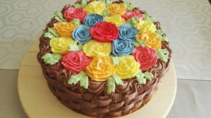 Tort koszyk w róże
