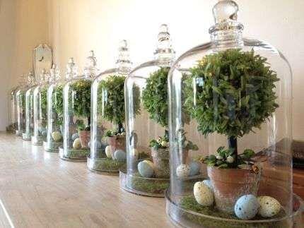 Come decorare casa con le campane di vetro - Campana di vetro con uova e alberelli