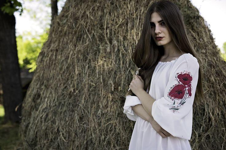 Camasa pictata manual cu flori de mac. https://www.facebook.com/Patuschinsky/