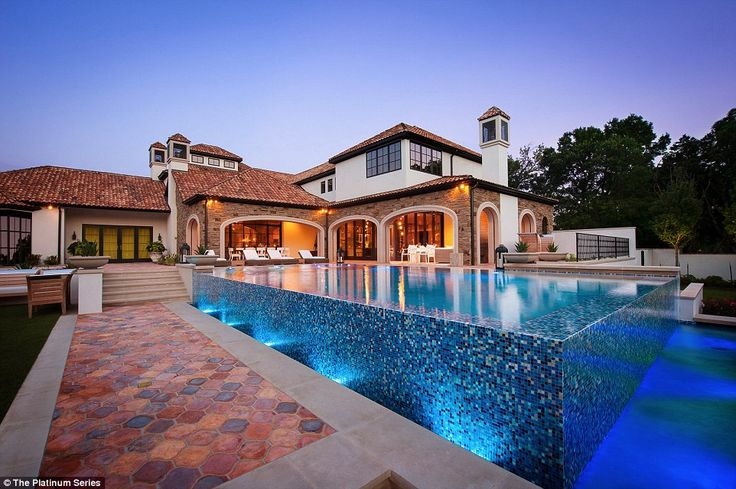 Jordan Spieth's new house is in his home town of Dallas and comes complete with a beautiful outdoor swimming pool