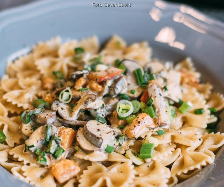 Farfalle Mit Kurbis Pilz Sauce Sevencooks Rezept Rezepte Lebensmittel Essen Lebensmittelzubereitung