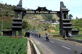 Dieng temple is a collection of temples located in the foothills of the Dieng , Wonosobo , Central Java . The temple occupies an area of ??Dieng plateau at an altitude of 2,000 m above sea level , extends north-south direction about 1900 m long by 800 m wide . at  GPS : -7.203769,109.914765   more view www.holidayplace.info