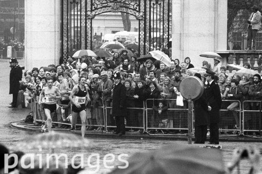 American Dick Beardsley (l) and Norwegian Inge Simonsen (r) approach the finish. The two crossed the finish line holding hands in 2 hours, 11 minutes, 48 seconds, to tie. Athletics - The 1981 Gillette London Marathon - Buckingham Palace. 29th March 1981
