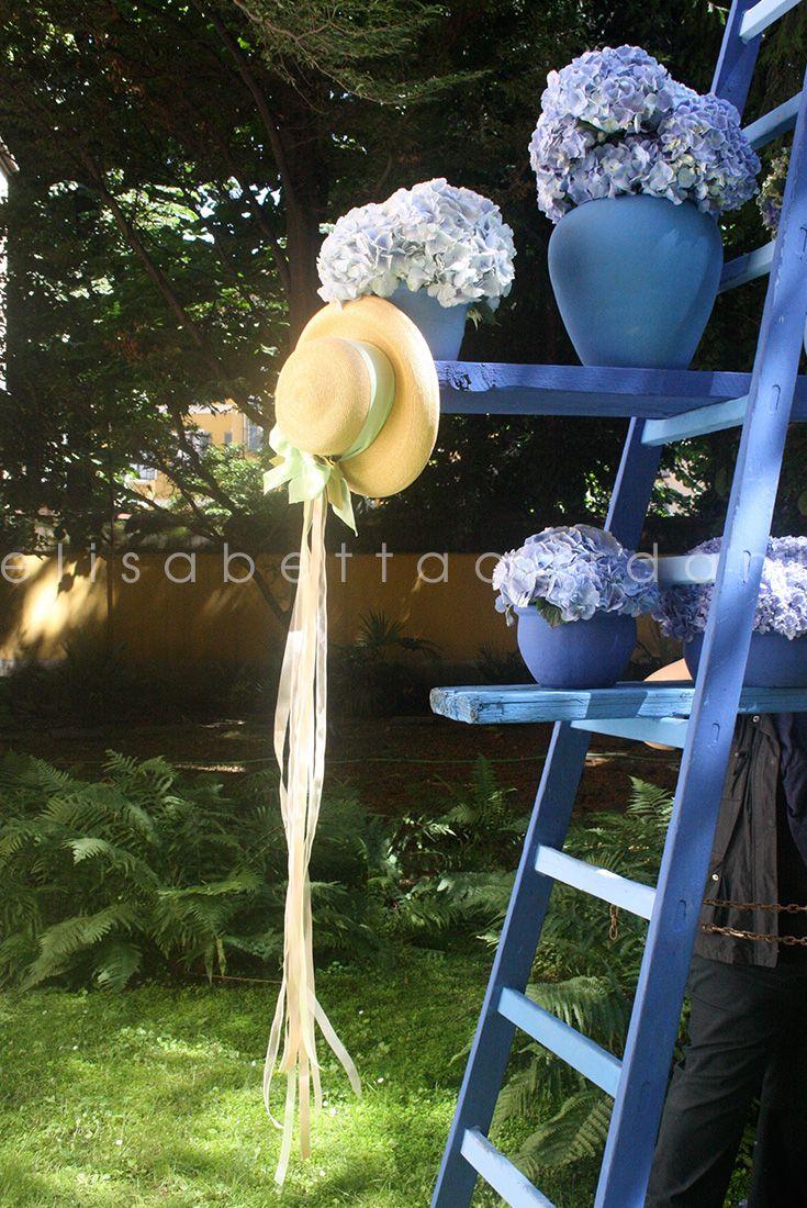 Incanto in giardino #elisabettacardani #italianstye #cappellodipaglia #ortensia