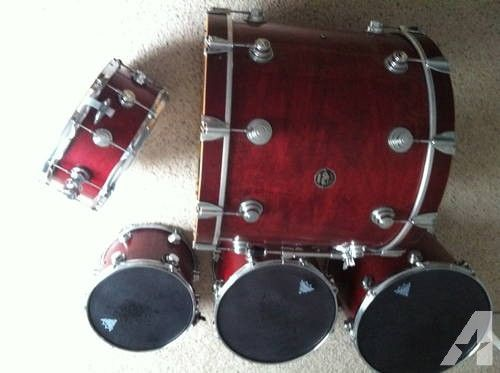 DW 100% Maple Tobacco Red Drum Kit
