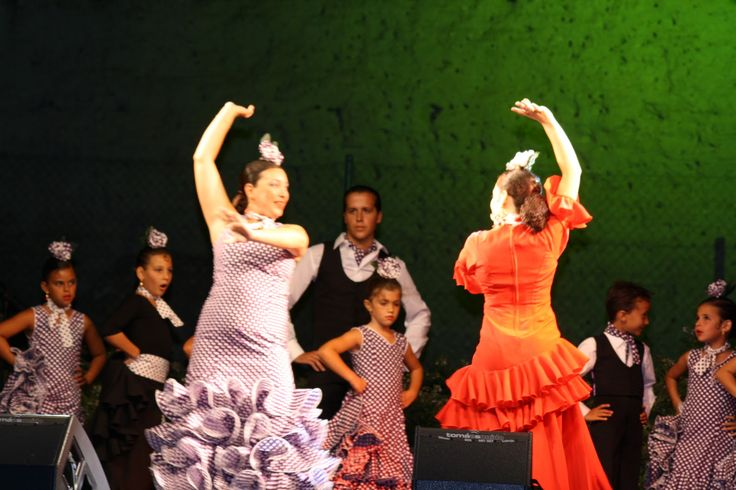 Academia de Baile Hermanas Arenga: BAILE POR SEVILLANAS Y FLAMENCO (bulerias, tangos, alegrias...etc.)