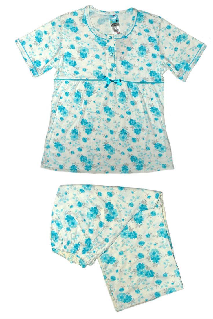 Светлая пижама с рисунком цветочек
