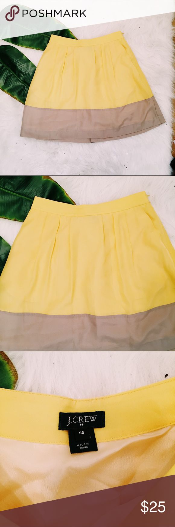 """Women's J. Crew Colorblock Skirt Yellow Size 00 Flawless J Crew yellow and beige silky pleated colorblock skirt   Silky and lightweight non-stretch poly Fully lined in silky solid yellow acetate Non-elasticized waist - 13"""" flat 17"""" long Concealed left side zipper with top hook and eye Side pockets Size 00  📷 Please see all photos - we do our best to accurately capture condition, measurements & all blemishes in our photos 📷   🌼 Smoke/pet free home 🌼 🌸 All clothing is freshly laundered…"""