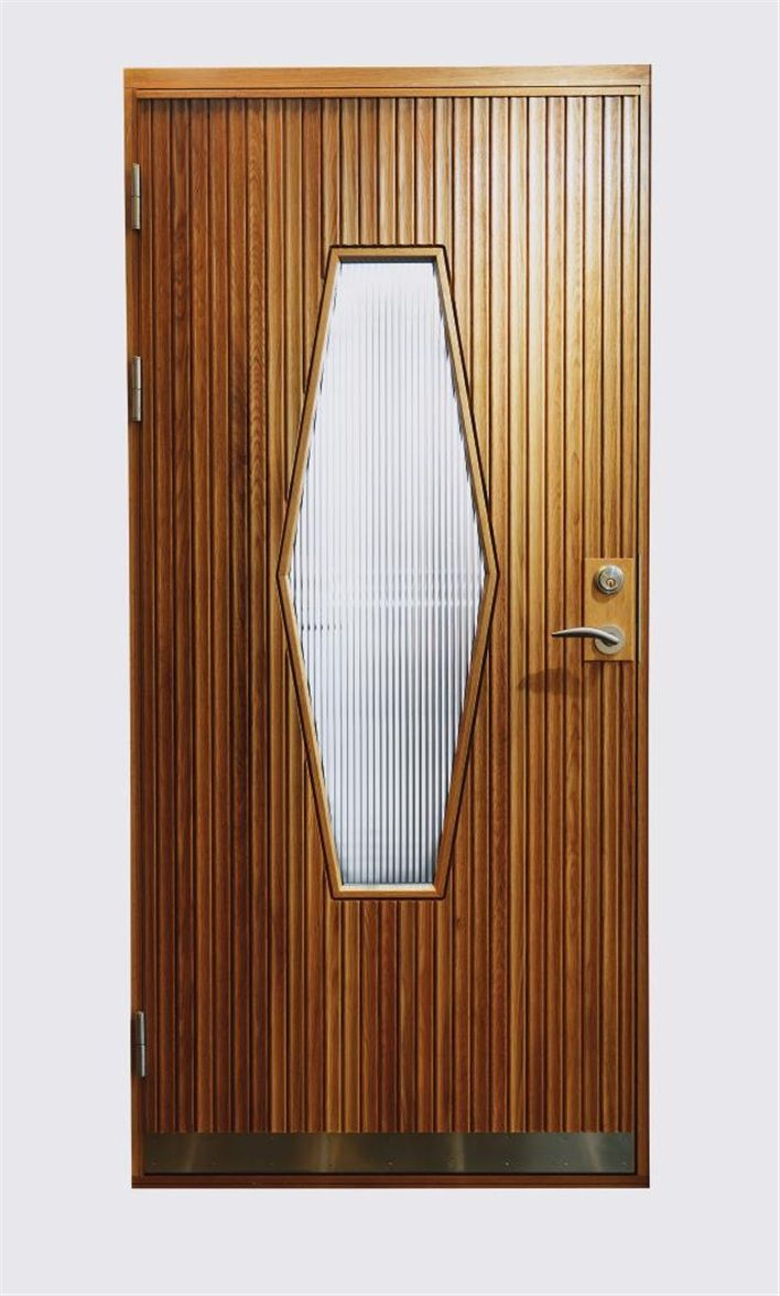 """1950-tal: Teakdörrar med asymmetrisk form på fönstret, typiskt 50-tal. Modellen """"Hjärterö"""" är byggd i ek med linjeglas, 30 990 kr, Bovalls. (Hus & hem)"""