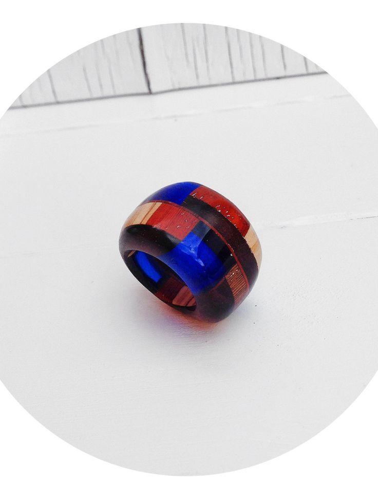 Anello da aperitivo, gioiello a intarsi, assemblato e lavorato a mano, design minimal realizzato in legno esotico e resina, made in Italy di SPjewel su Etsy