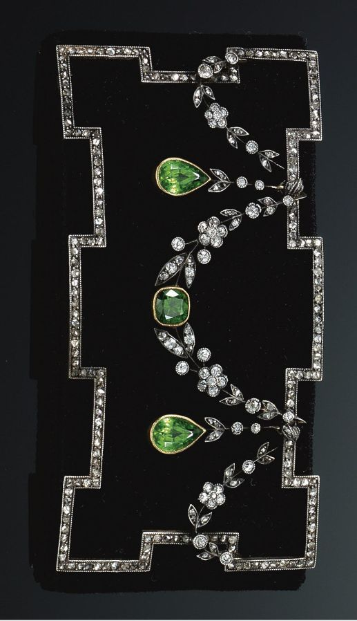 AN EDWARDIAN DEMANTOID GARNET AND DIAMOND COLLIER DE CHIEN, CIRCA 1910. Designed…