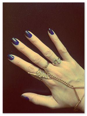 van donkerblauw naar zwart nagellak