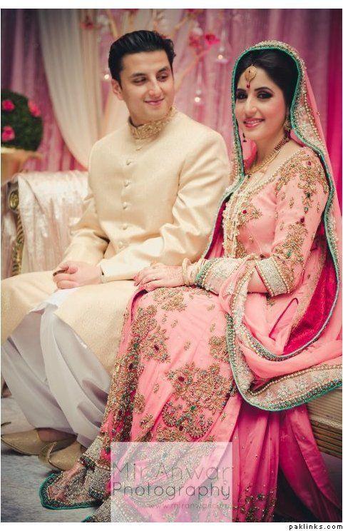 http://weddingstoryz.blogspot.in/ Indian Weddings Desi Weddings Bride makeup jewelry lehenga Pink..