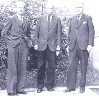 Werner Heisenberg, Max von Laue und Otto Hahn in der Aufbauzeit des Göttinger Institutes, 1946.