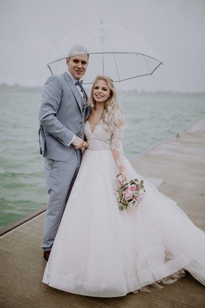 Hochzeit Auf Gut Kahnsdorf Hochzeitsfotos Aus Leipzig Hochzeitsfotos Hochzeit Hochzeitsfoto Regen