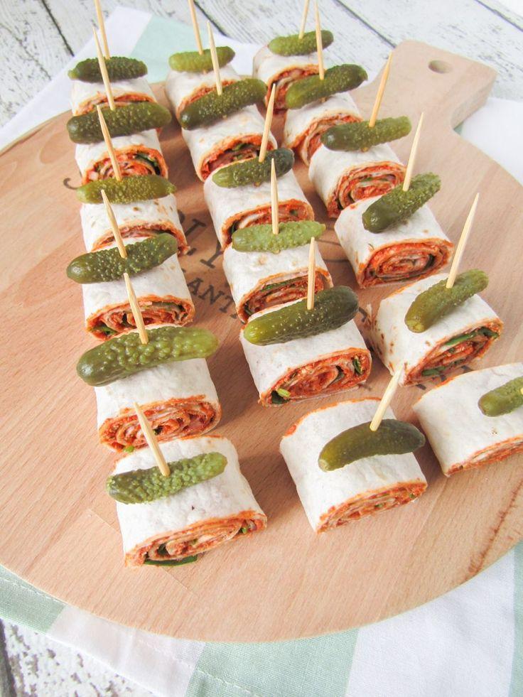 Vegan wrap hapjes met filet americain, rode ui en rucola