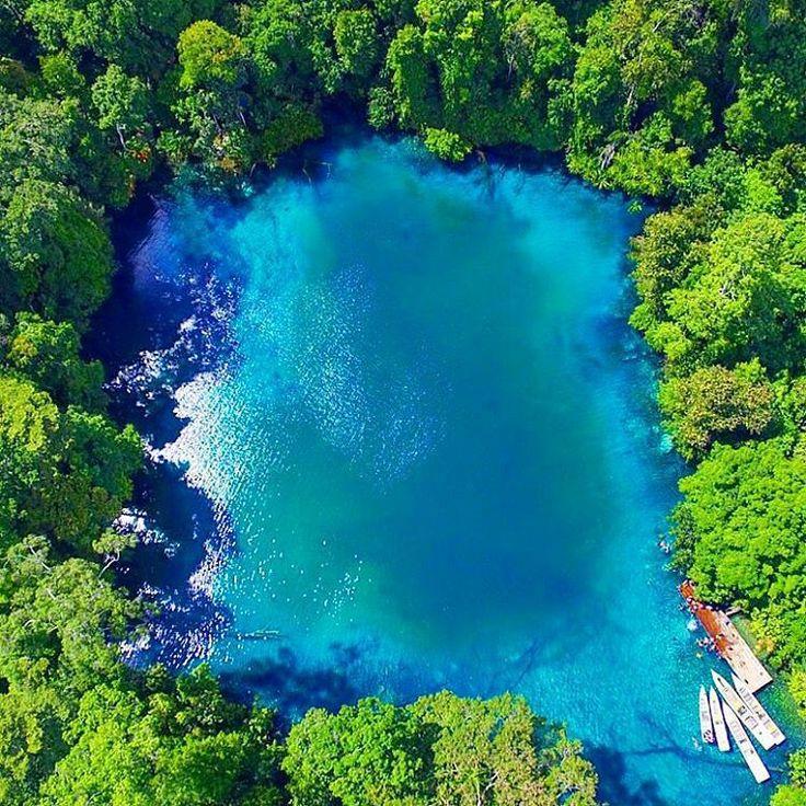"""""""Labuan Cermin Desa Labuan Kelambu, Kecamatan Biduk-biduk, Kalimantan Timur Danau super jernih yang mempunyai dua kandungan air di dalamnya, yaitu air…"""""""