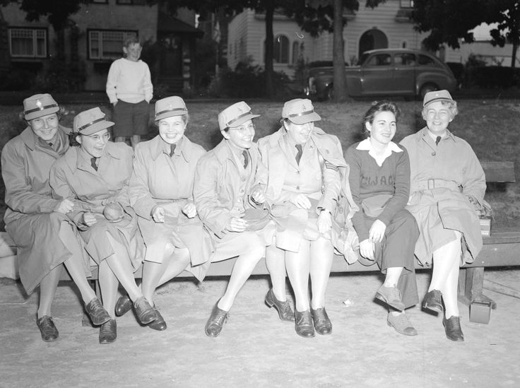 File:Members of the Canadian Women's Army Corps baseball team in 1943.jpg