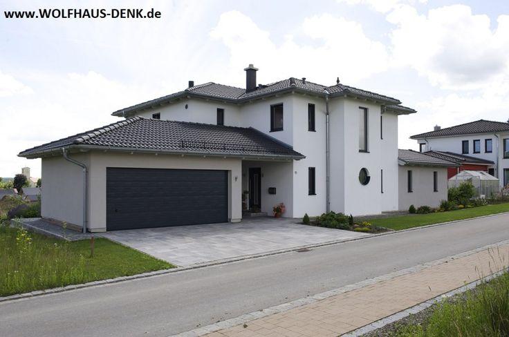 Fertighaus modern walmdach  Wolfhaus Denk - Fertighaus mit Walmdach - Eingangsbereich | Haus ...