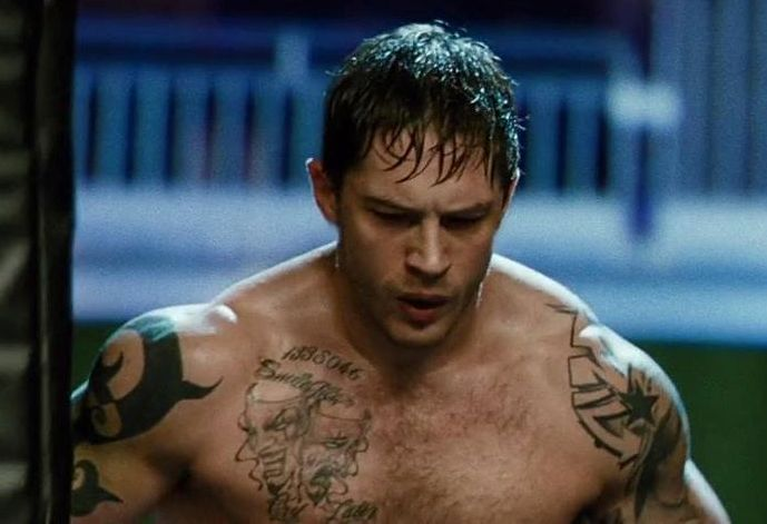 Learn how Tom Hardy came up with such an immense core and an upper body. We reveal the Tom Hardy Workout Routine.